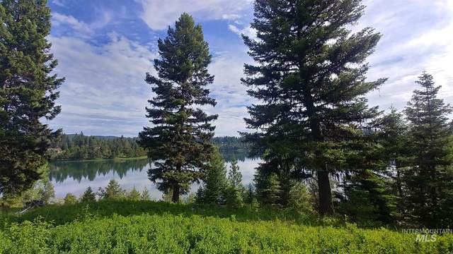 1057 Blackhawk Lake Drive, Mccall, ID 83638 (MLS #98810463) :: Build Idaho