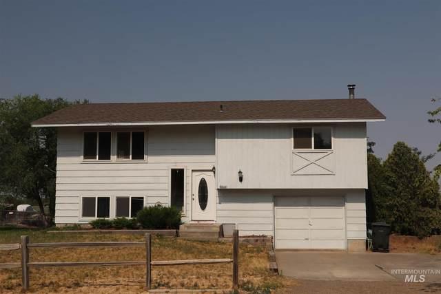 4445 NE Alexander Way, Mountain Home, ID 83647 (MLS #98810668) :: Bafundi Real Estate
