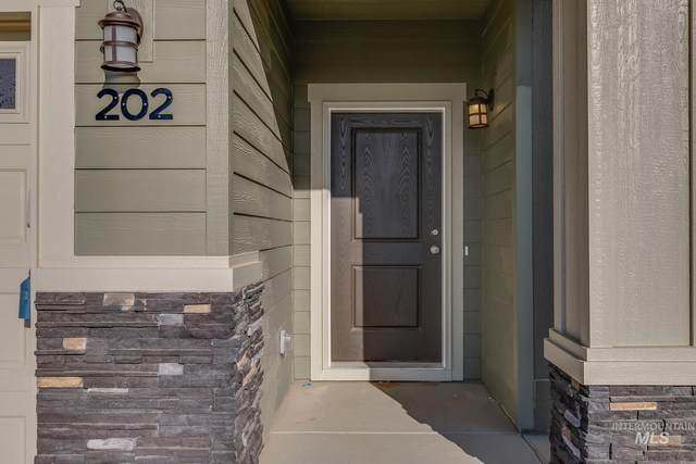 370 S Riggs Spring Ave, Meridian, ID 83642 (MLS #98811496) :: Team One Group Real Estate