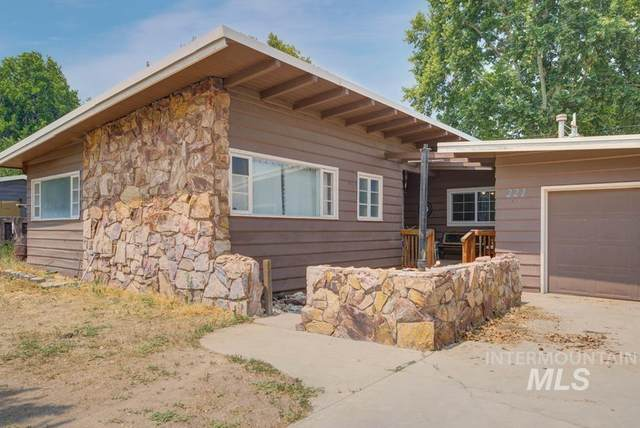 221 Amber St, Caldwell, ID 83605 (MLS #98811642) :: Team One Group Real Estate