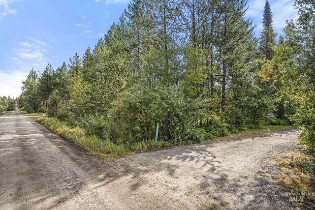 12830 Cascade, Donnelly, ID 83615 (MLS #98813432) :: Full Sail Real Estate