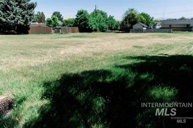 208 Pleasanton Dr, Nampa, ID 83686 (MLS #98813457) :: Trailhead Realty Group