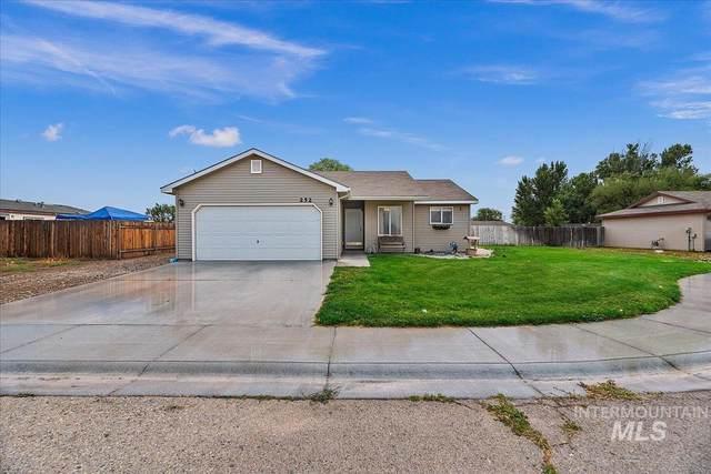 252 NW Ironwood Pl, Mountain Home, ID 83647 (MLS #98813711) :: Jon Gosche Real Estate, LLC