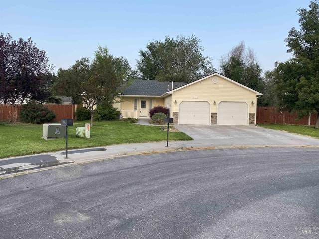 215 NE Rosa Court, Mountain Home, ID 83647 (MLS #98815707) :: Idaho Real Estate Advisors