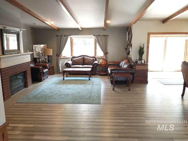 2070 Candlewood Ave, Twin Falls, ID 83301 (MLS #98817054) :: Bafundi Real Estate