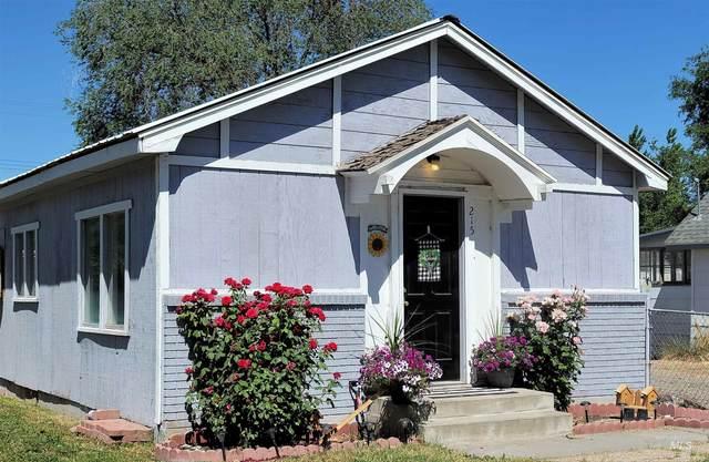 215 Locust Street, Twin Falls, ID 83301 (MLS #98818583) :: Idaho Real Estate Advisors