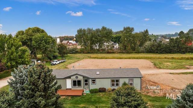 1591 S Trout Rd., Eagle, ID 83616 (MLS #98818897) :: Full Sail Real Estate
