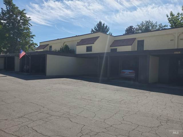 1218 N Camelot Dr, Boise, ID 83704 (MLS #98819325) :: Team One Group Real Estate