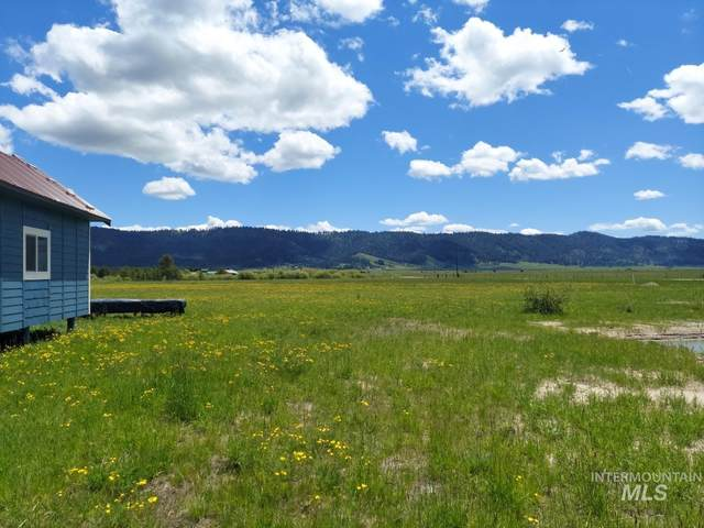 10184 Packsaddle Rd, Cascade, ID 83611 (MLS #98819646) :: Build Idaho