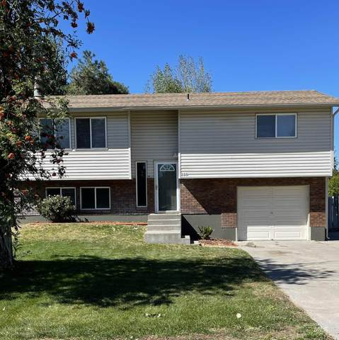 235 NW Wilson, Mountain Home, ID 83647 (MLS #98819651) :: Team One Group Real Estate