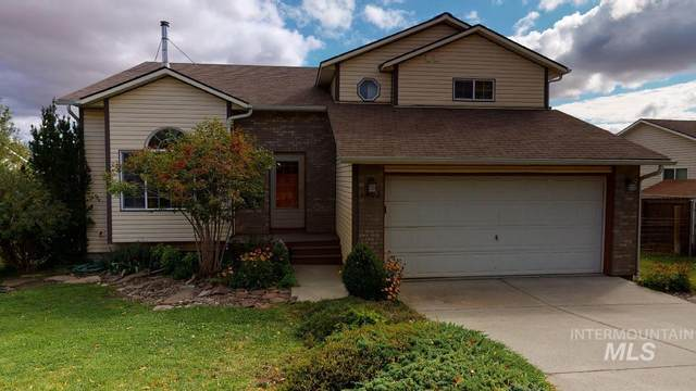 1402 Franklin, Moscow, ID 83843 (MLS #98819670) :: The Bean Team