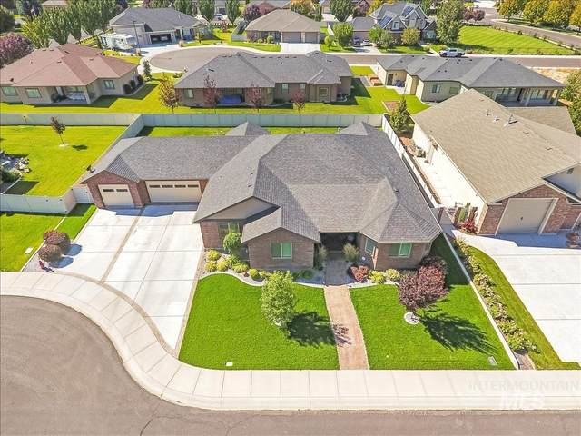 1329 Young Circle, Twin Falls, ID 83301 (MLS #98819810) :: First Service Group