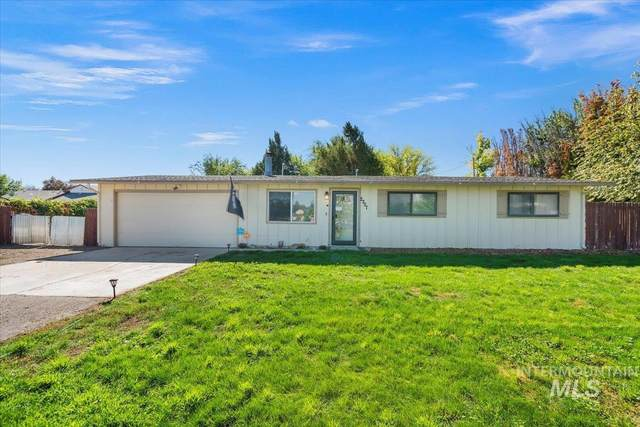 2207 W Young, Nampa, ID 83651 (MLS #98819867) :: The Bean Team