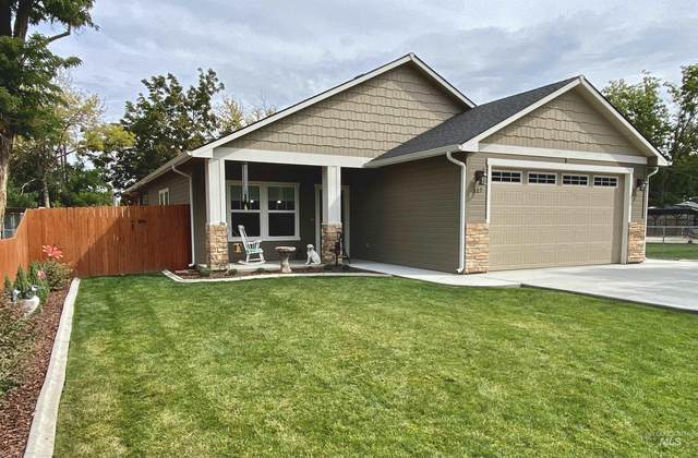 117 SW Blvd, New Plymouth, ID 83655 (MLS #98819895) :: Navigate Real Estate