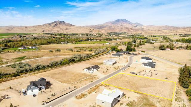 2476 Red Tail Rd, Emmett, ID 83617 (MLS #98820003) :: Minegar Gamble Premier Real Estate Services