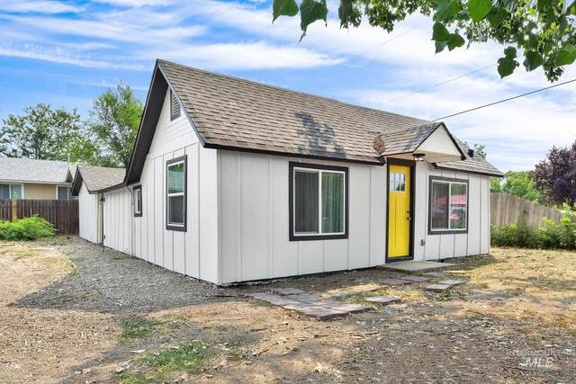 1120 S Hayes, Emmett, ID 83617 (MLS #98820013) :: Minegar Gamble Premier Real Estate Services