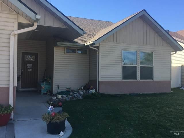 801 Pine St, Filer, ID 83328 (MLS #98820311) :: Minegar Gamble Premier Real Estate Services