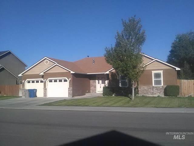 1380 NE Dry Creek Dr, Mountain Home, ID 83647 (MLS #98820313) :: The Bean Team