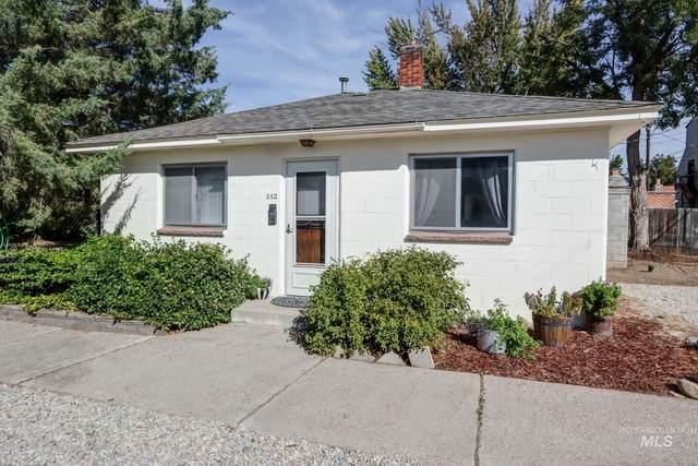 212 W 1st Street, Emmett, ID 83617 (MLS #98820458) :: Bafundi Real Estate