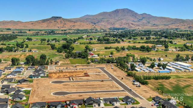 2590 E Mcintosh Ct, Emmett, ID 83617 (MLS #98821655) :: Idaho Life Real Estate