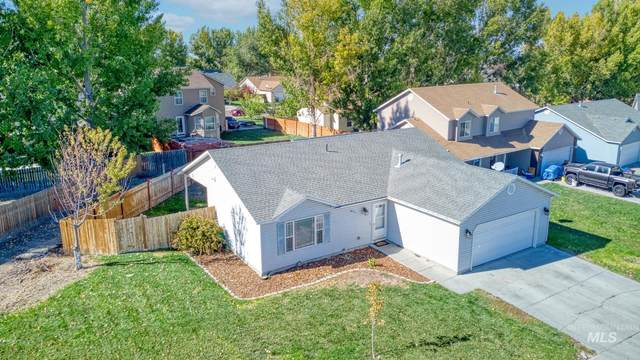 411 Clover Ave, Twin Falls, ID 83301 (MLS #98823008) :: Epic Realty