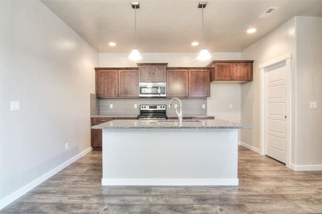 1802 W Heavy Timber Drive, Meridian, ID 83642 (MLS #98647761) :: Build Idaho