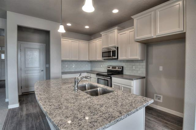 2863 NW 8th Ave, Meridian, ID 83646 (MLS #98673491) :: Zuber Group