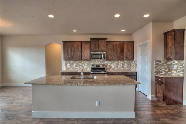 624 N Falling Water Way, Eagle, ID 83616 (MLS #98677869) :: Jon Gosche Real Estate, LLC