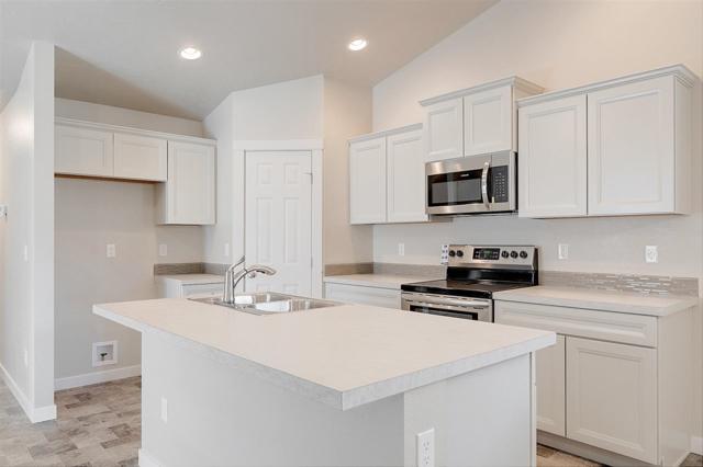 903 W Parkstone St., Meridian, ID 83646 (MLS #98691444) :: Jon Gosche Real Estate, LLC