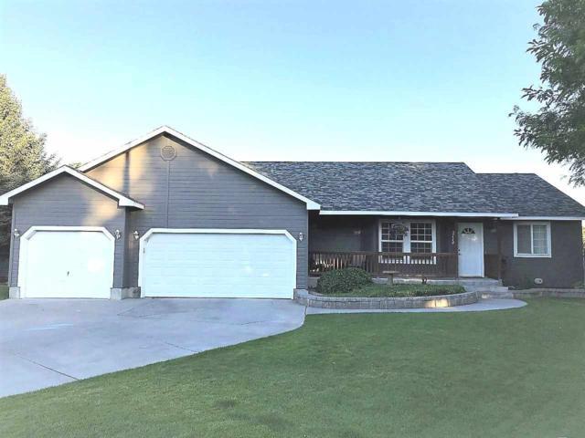 2114 Oakwood Court, Twin Falls, ID 83301 (MLS #98697600) :: Jon Gosche Real Estate, LLC