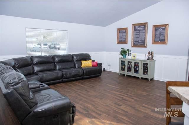 1016 S Adell, Filer, ID 83328 (MLS #98757973) :: 208 Real Estate
