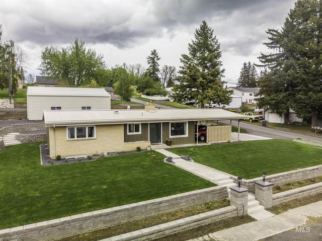 714 W Chestnut St, Genesee, ID 83832 (MLS #98767065) :: Story Real Estate