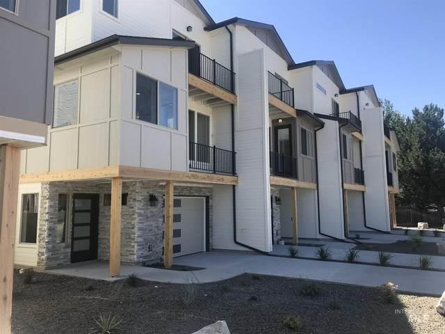 7813 W Crestwood Drive, Boise, ID 83704 (MLS #98778270) :: Full Sail Real Estate
