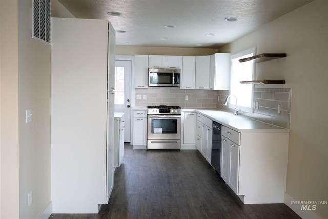 205 N Owyhee, Glenns Ferry, ID 83623 (MLS #98783782) :: Hessing Group Real Estate