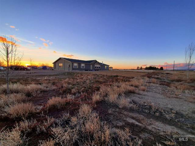 3090 SE Hummingbird Drive, Mountain Home, ID 83647 (MLS #98792475) :: Boise River Realty