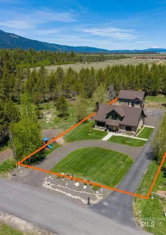 13092 Hillhouse Loop, Donnelly, ID 83615 (MLS #98806127) :: Build Idaho