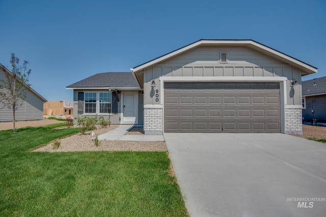 900 SW Crested St, Mountain Home, ID 83647 (MLS #98808421) :: Team One Group Real Estate