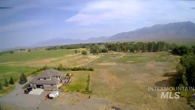 3302 W 3400 N, Moore, ID 83255 (MLS #98819343) :: First Service Group