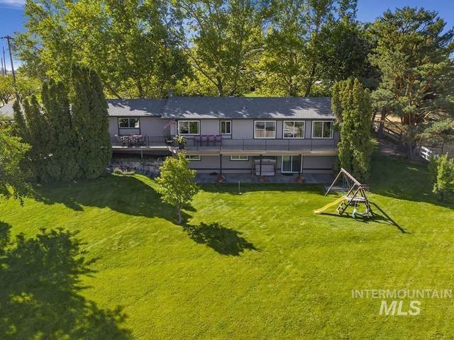 1355 S Black Cat Rd, Meridian, ID 83642 (MLS #98820212) :: Idaho Life Real Estate