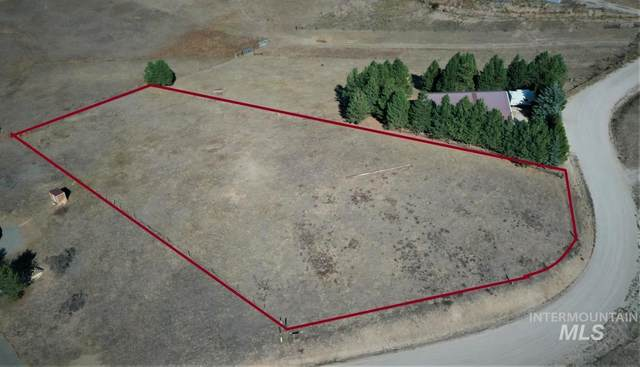 104 Skidoo Place, Cascade, ID 83638 (MLS #98820370) :: Minegar Gamble Premier Real Estate Services