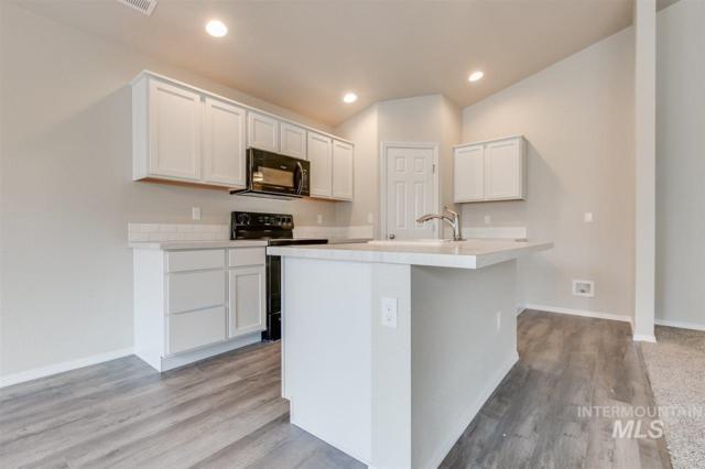 2076 N Warwick Ave, Meridian, ID 83646 (MLS #98722400) :: Jackie Rudolph Real Estate