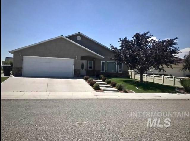 1525 Garnet Drive, Gooding, ID 83330 (MLS #98723783) :: Jon Gosche Real Estate, LLC