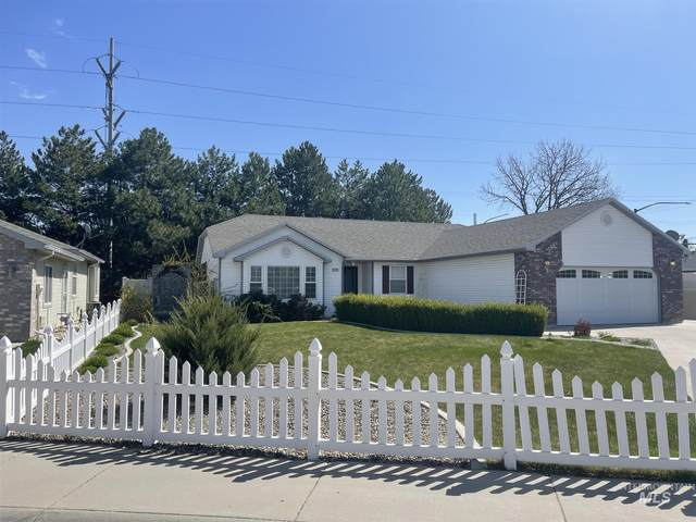 1011 Peregrine, Nampa, ID 83686 (MLS #98798843) :: Team One Group Real Estate