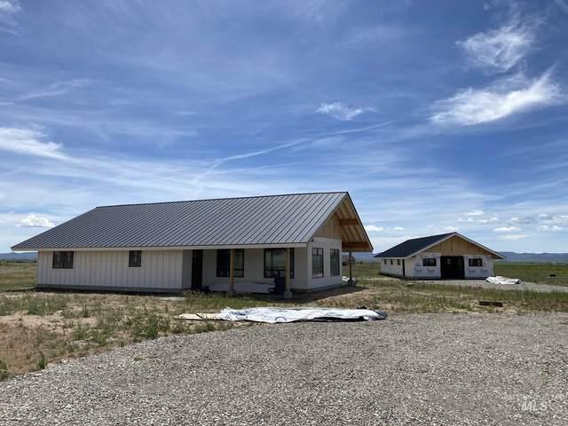 15 W Horseshoe Loop, Fairfield, ID 83327 (MLS #98753700) :: Story Real Estate