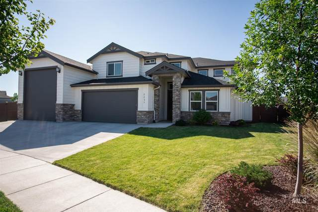 2237 E Shady Glade Drive, Meridian, ID 83642 (MLS #98773139) :: Full Sail Real Estate