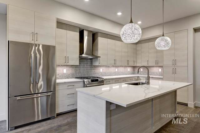 880 W River Street Unit 215, Boise, ID 83702 (MLS #98715071) :: Jon Gosche Real Estate, LLC