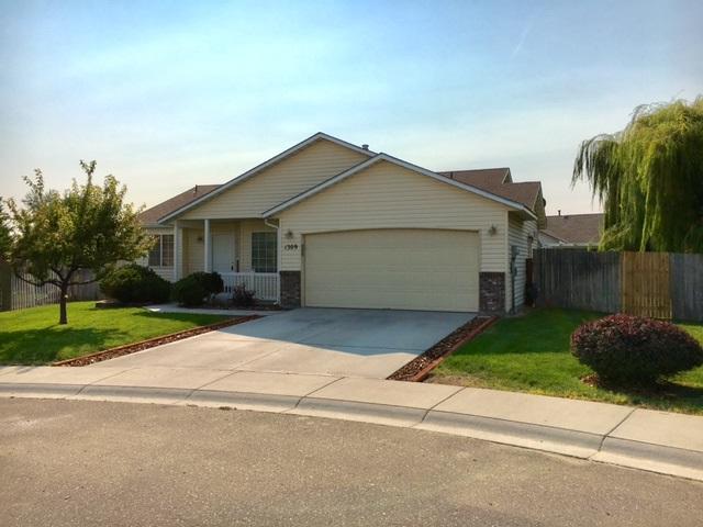 1309 W Teton Ave, Nampa, ID 83686 (MLS #98667218) :: The Broker Ben Group at Realty Idaho