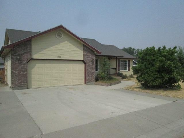 1003 Jonathan St., Fruitland, ID 83619 (MLS #98667835) :: The Broker Ben Group at Realty Idaho