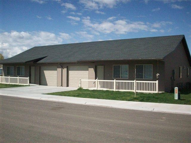 205-215 Little Cedar St, Hansen, ID 83334 (MLS #98674656) :: Boise River Realty