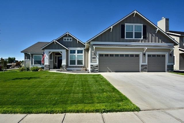 1039 E Yaquina Bay Dr, Nampa, ID 83686 (MLS #98676354) :: Synergy Real Estate Services at Idaho Real Estate Associates